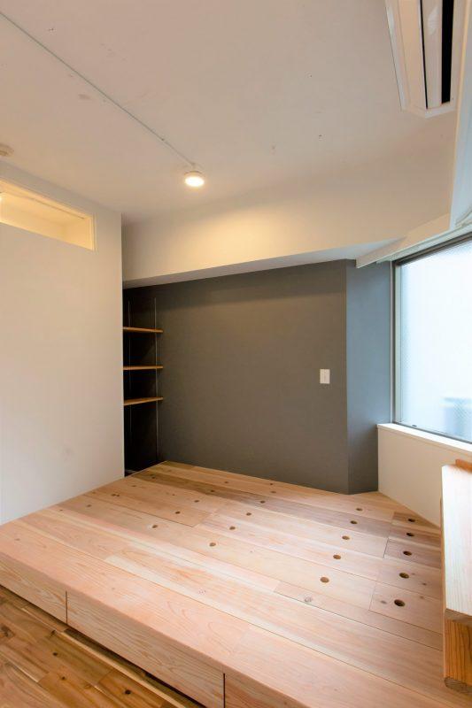 床下収納とアクセントクロスで機能的おしゃれ空間|ウェディングリノベーション