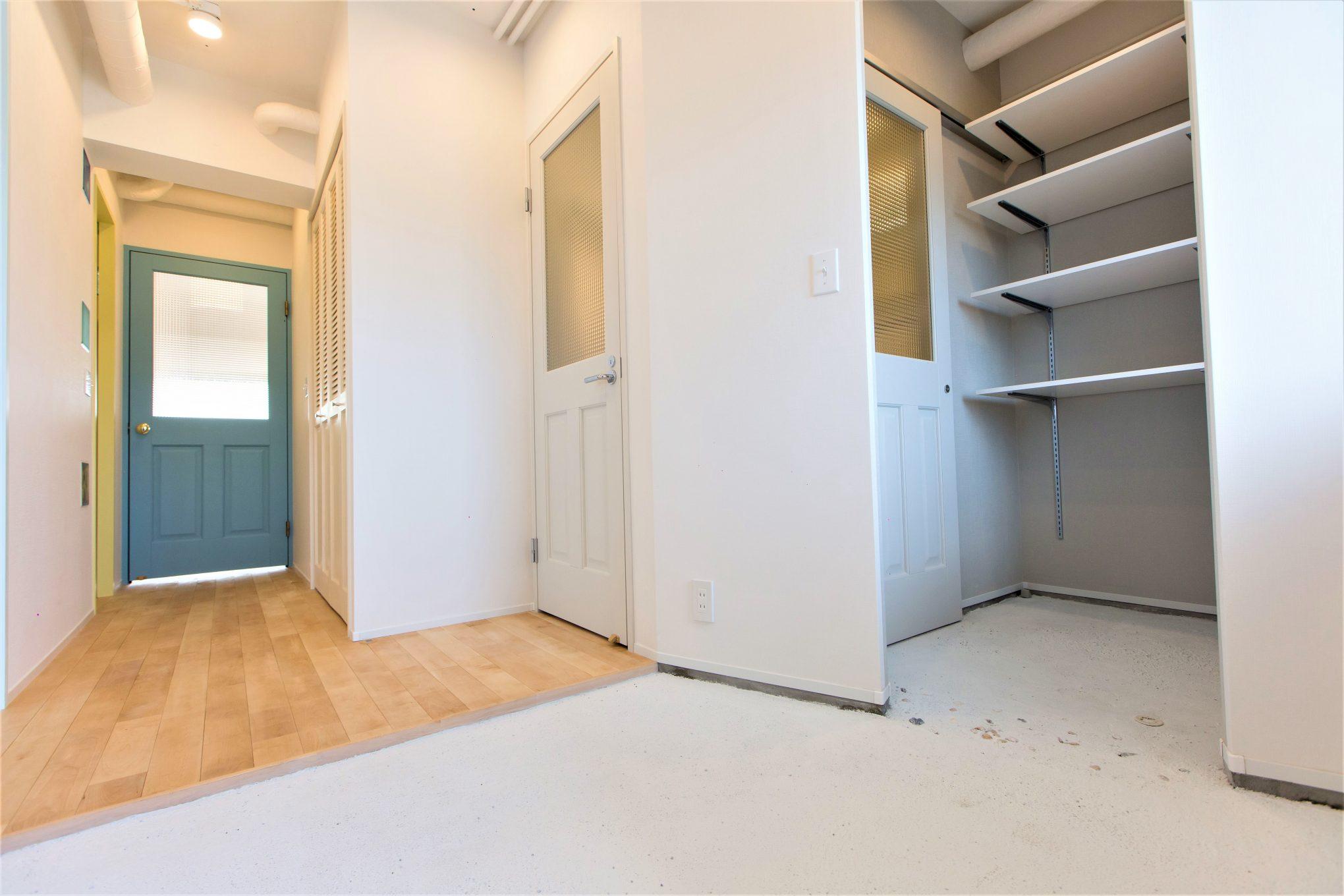 サーフボードを持って出入りする為、玄関は広めに設計