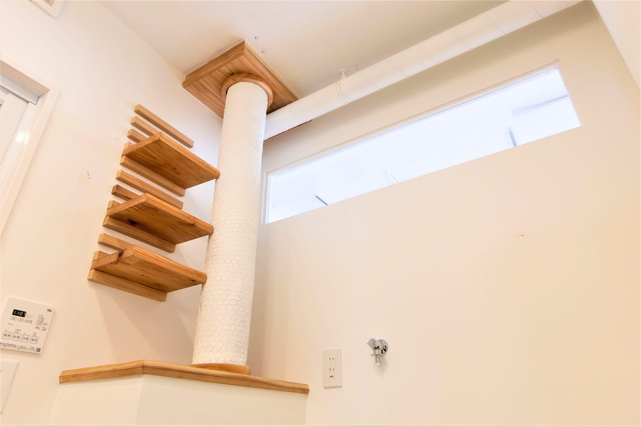 排水管をおしゃれにデザインした脱衣所スペース