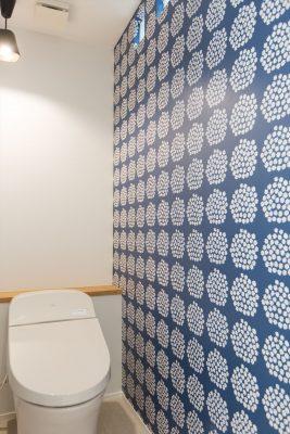 子供の為に造るトイレ空間の提案。他室と違うテイストでポップな印象に。