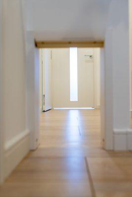 猫や小型犬の専用入口とドアを作ったリノベーション