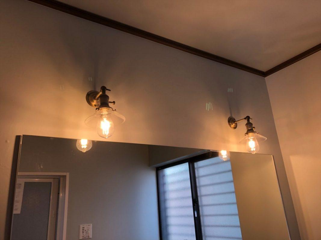 傘が透明でビンテージテイストの照明|ウェディングリノベーション