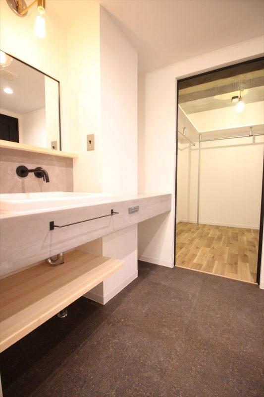 デザインと撥水性抜群のデコリエ洗面台|ウェディングリノベーション