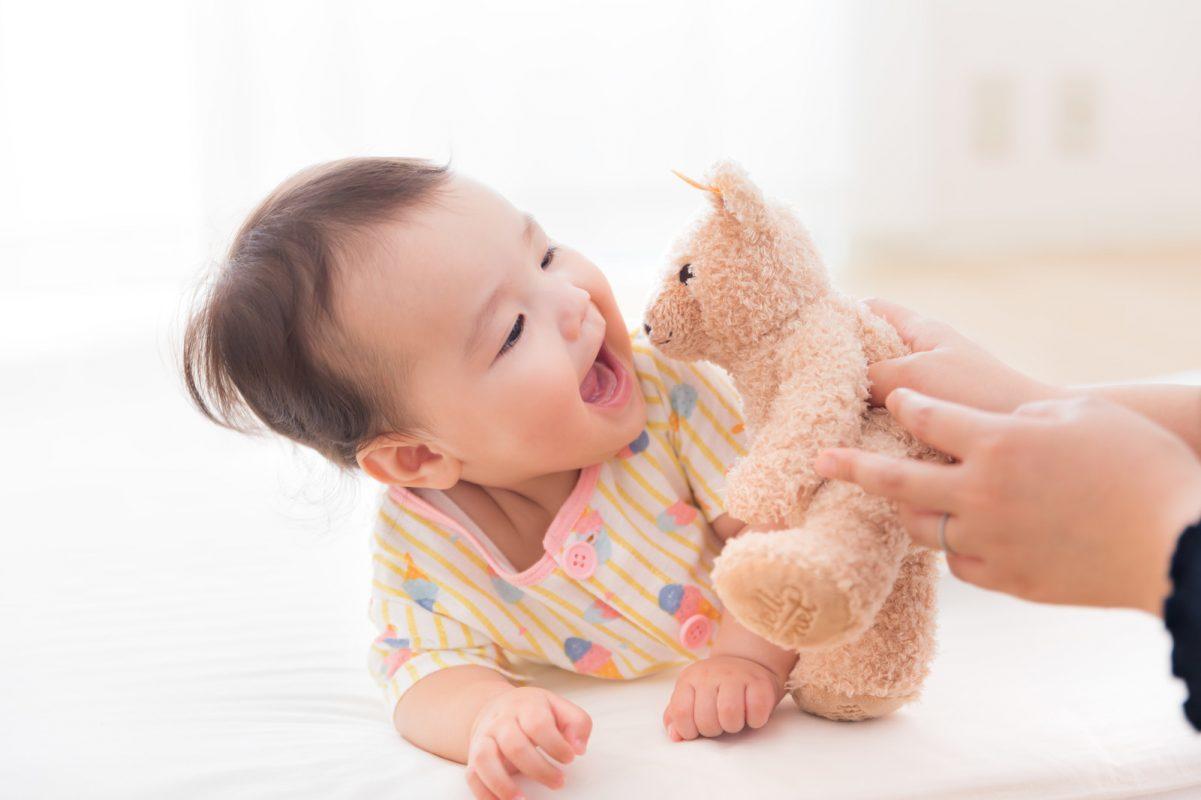 産まれてきた子供とゆっくりと家で過ごす|ウェディングリノベーション