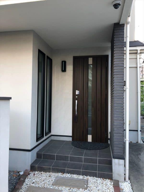 リノベーション前の玄関扉|ウェディングリノベーション