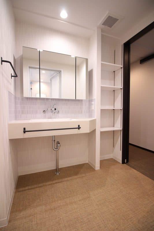 洗面所の可動棚収納|ウェディングリノベーション