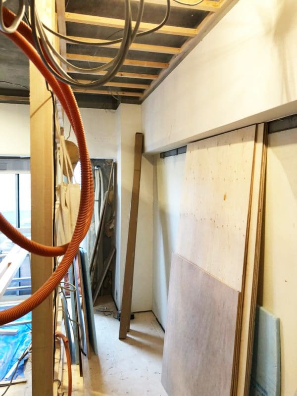 和室解体後の新しい壁の基礎 ウェディングリノベーション
