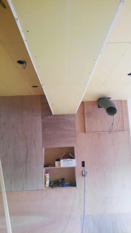 キッチン周りの壁の下地 ウェディングリノベーション
