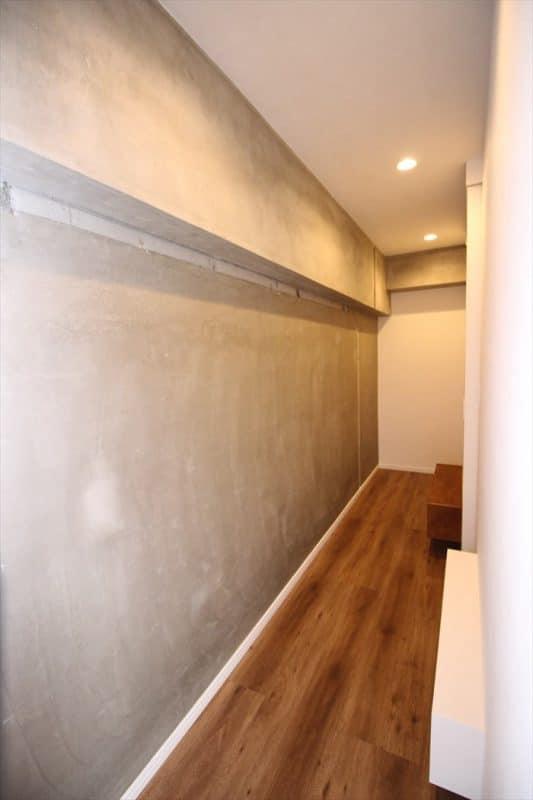 壁裏の回遊できるフリー収納スペース ウェディングリノベーション