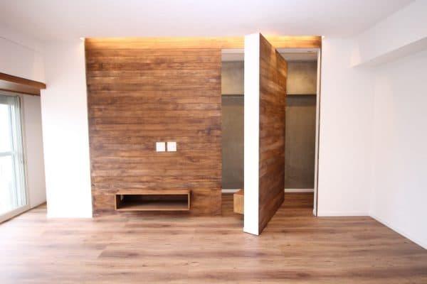 壁ごと回転してもう1台のTVを設置|ウェディングリノベーション
