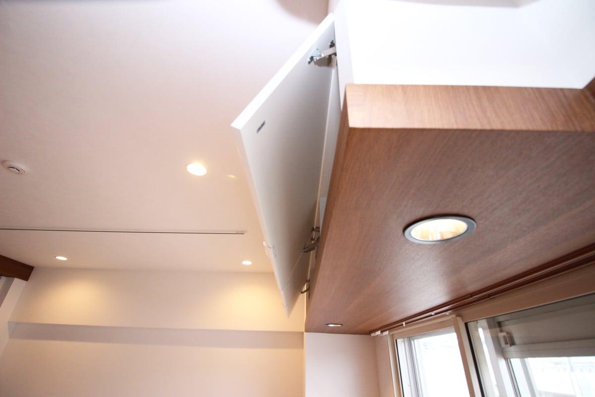 窓際上部の横並び収納 ウェディングリノベーション